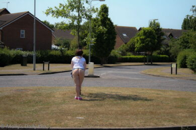 Flashing arse on a roundabout