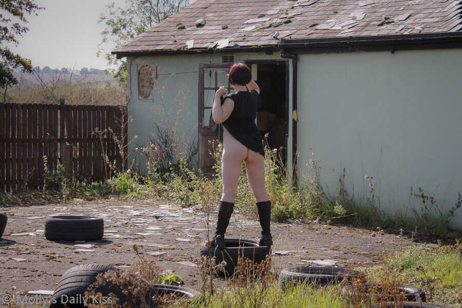Molly flashing bum is parking lot of abandoned pub