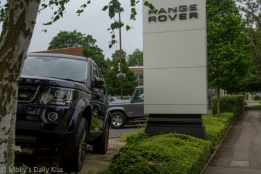 Range Rover car dealserhip